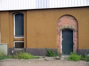 Muur achter muur bij de graansilo in Middelburg