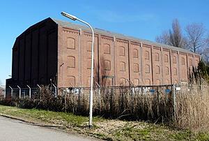 Eén van de hallen van de Coöperatieve Beetwortelsuikerfabriek 'Zeeland' aan de Markiezaatsweg in Bergen op Zoom