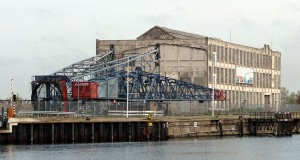 Timmerfabriek aan de Koningsweg, met gedemonteerde kraan