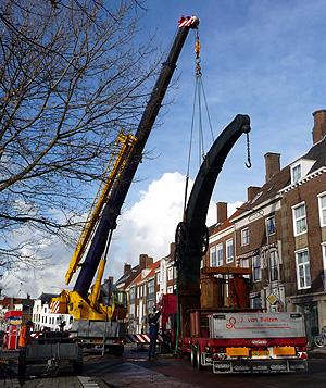 De stadskraan van Middelburg in de takels, 11.15 uur